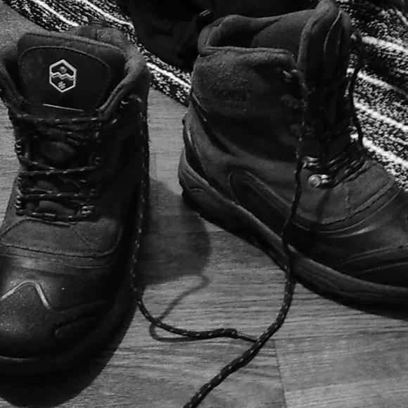 Khombu Shoes - $,20